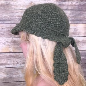 Viola olive lambswool knit Anthro bow cap hat
